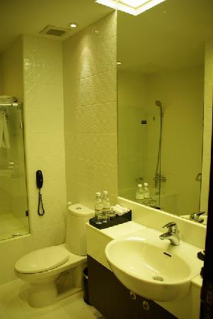 FuramaXclusive Sukhumvit: bathroom