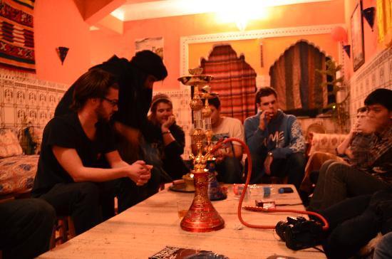 Hostel Waka Waka, Marrakech: Noche de conversación