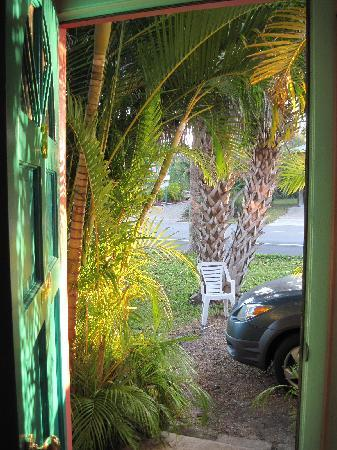 Driftwood Inn: front door view
