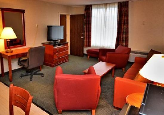 Comfort Inn-Pocono Mountain: Suite with Seating Area