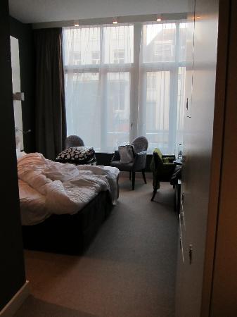 Hotel JL No76: room 100