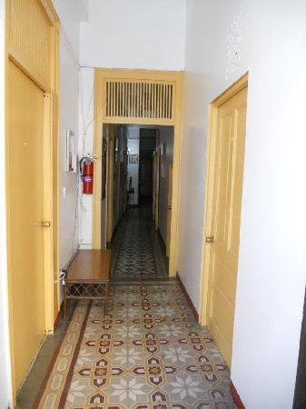 Fortaleza Guest House: The first floor hallway