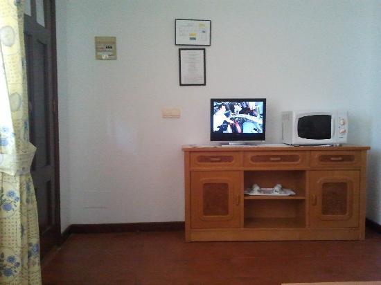 Aparthotel Villa Cabicastro: Tv y micro en salón