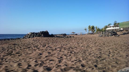ClubHotel Riu Paraiso Lanzarote Resort: la spiaggia davanti il RIU