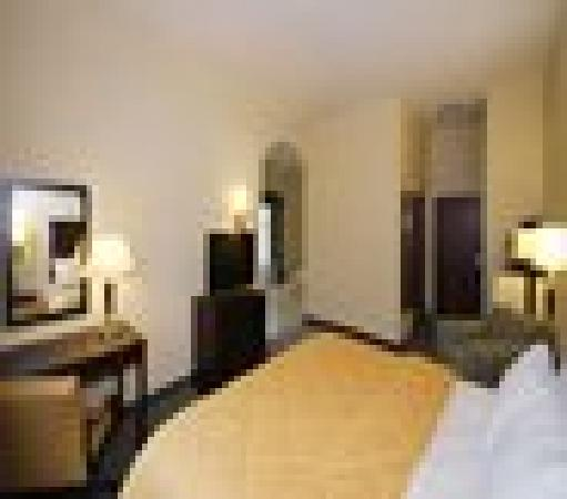 Comfort Inn Donaldsonville : King Bedroom Jacuzzi Suite