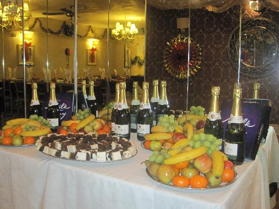 Adelaide House Hotel: part of our 'nine course Christmas Dinner!;