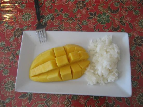 3rd street cafe & Guesthouse : mango with sticky rice (dessert)