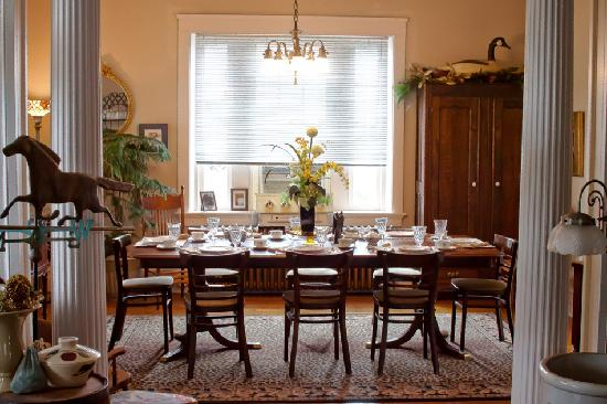 The Olde Square Inn: Dining Room