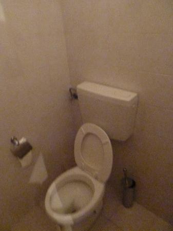 Angela Roma: WC