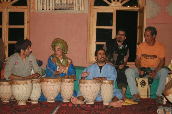 Kasbah Azalay Merzouga: Música en vivo