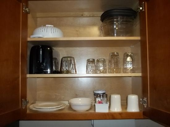 Candlewood Suites Indianapolis East: Dishes