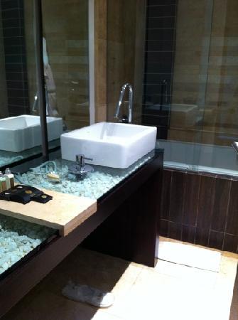 Le Parc Hotel: bathroom