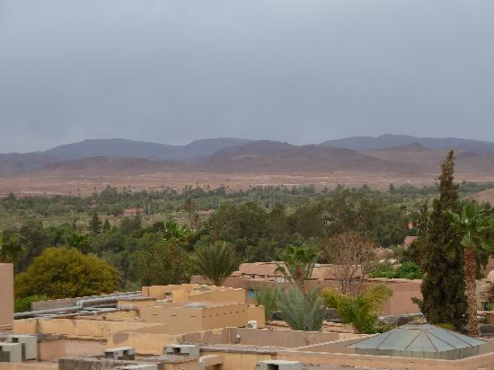 Ibis Moussafir Ouarzazate: Looking back over to the Atlas Mountains