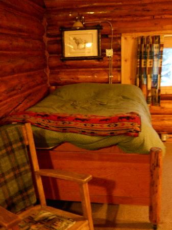 Silver Gate Cabins: VERY comfortable bed