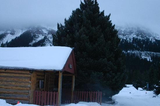 Silver Gate Cabins: Schoolhouse cabin and view (windows on other sides of cabin)