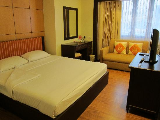 Omni Tower Sukhumvit Nana by Compass Hospitality: ベッドルーム。