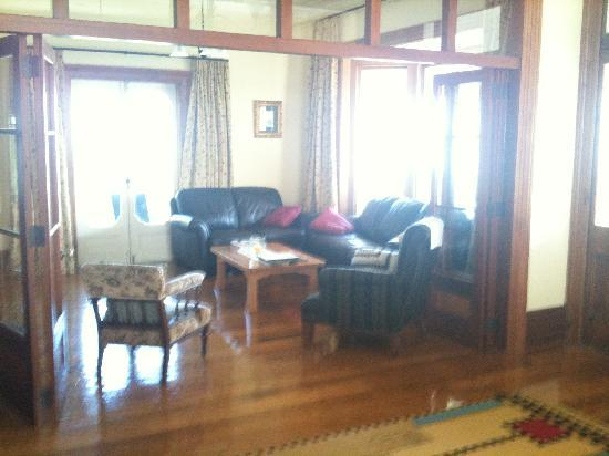 Akaroa House: Living