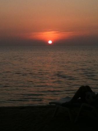 solnedgång från Sunset Bar på Koh Kho Khao Resort