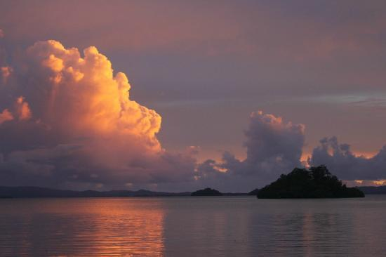 Charapoana Island, Solomon islands/Isole Salomone: Sunset from the jetty