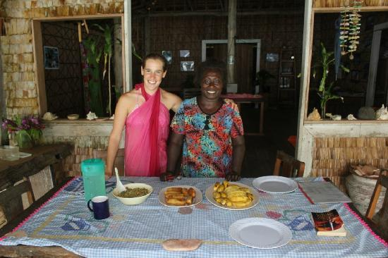 Charapoana Island, Solomon islands/Isole Salomone: Lani presenting her cooking...delicious! hhmmmm
