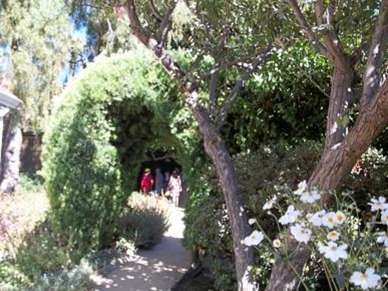 Winchester Mystery House: Winchester Gardens