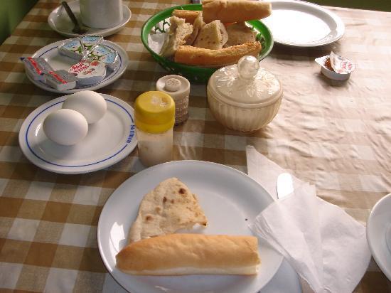 Memnon Hotel: 朝食