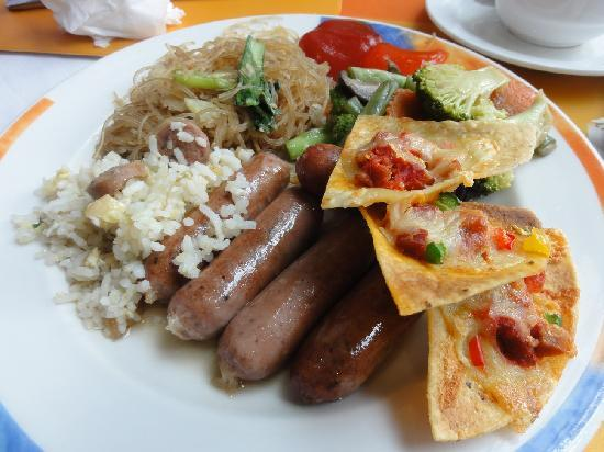 Novotel Bandung: Tortilla during breakfast buffet