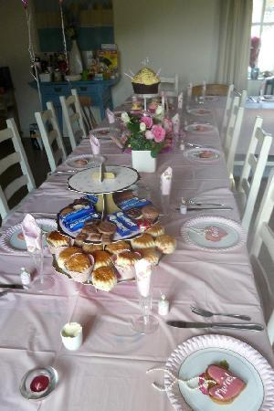 Greenwood Grange Farm Cottages: Afternoon tea for 17 in Henchard
