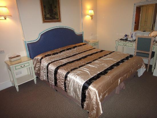 Richmond Inn Hotel: comfy bed