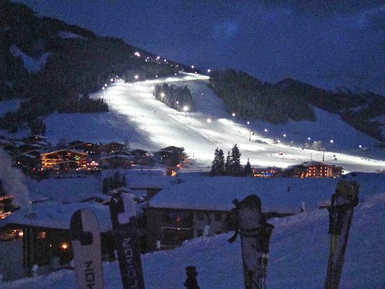 Pension Penhab: View of the Hinterglemm night piste from the GoaB Stall