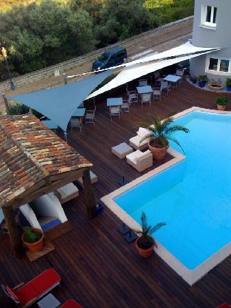 Residence Hoteliere En Aparte : accès piscine à l'hotel attenant (même direction)