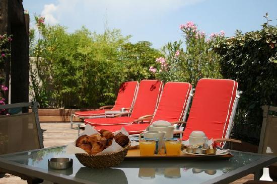 Residence Hoteliere En Aparte : accès piscine de l'hotel attenant (même direction)