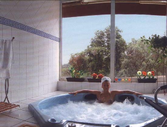 Residence Hoteliere En Aparte : accès jaccuzi de l'hotel attenant (même direction)