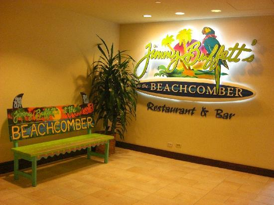 Jimmy Buffett's at the Beachcomber: お洒落なベンチ