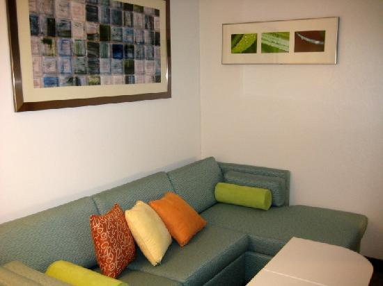 SpringHill Suites Detroit Auburn Hills : Lounge area