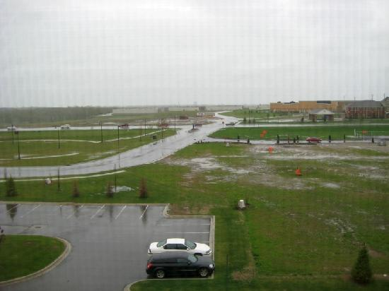 SpringHill Suites Detroit Auburn Hills: 40°F and wet in late May 2011