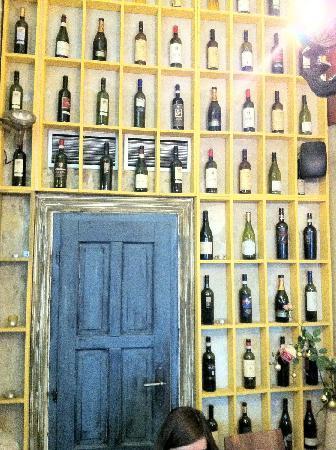 Papa Giovanni: nice wine display