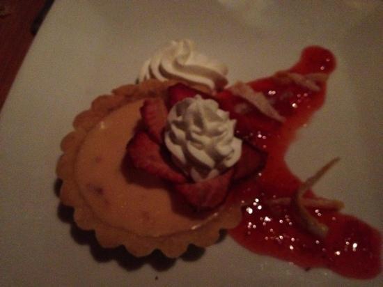 Dante's Kitchen: Meyer Lemon and strawberry tart