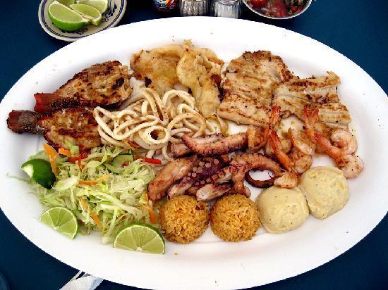 "Minino's Cocteleria: the ""Mariscada"" seafood platter a seafood orgy on a platter"