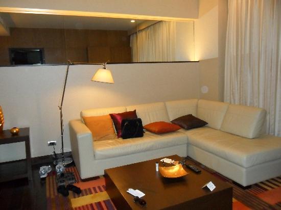 Sukhumvit Park, Bangkok - Marriott Executive Apartments: LIVING ROOM