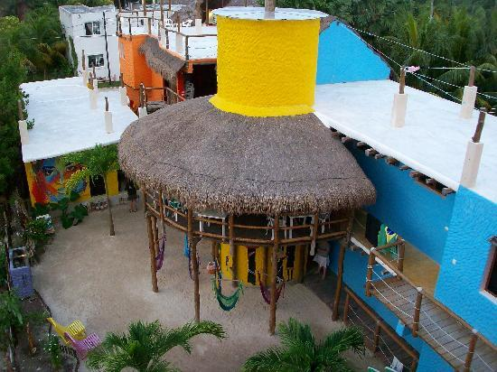 Tribu Hostel: Kitchen and hammocks
