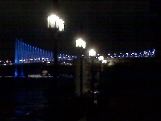 レス オットマンズ, 夜景ボスポラス大橋