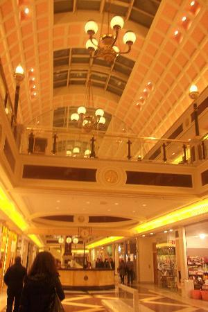 Cristoforo Colombo Hotel : The mall next to the hotel.