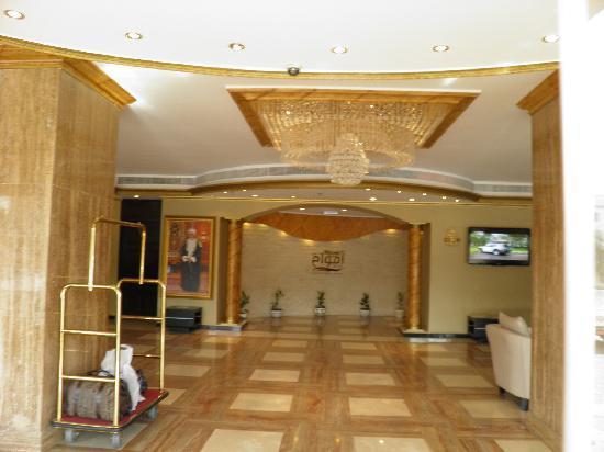Waves International Hotel: Lobby