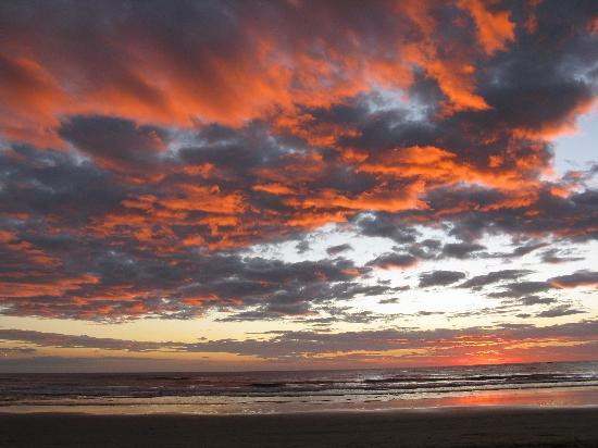 Parque Nacional Marino Las Baulas: Magical red sky sunset at Playa Grande