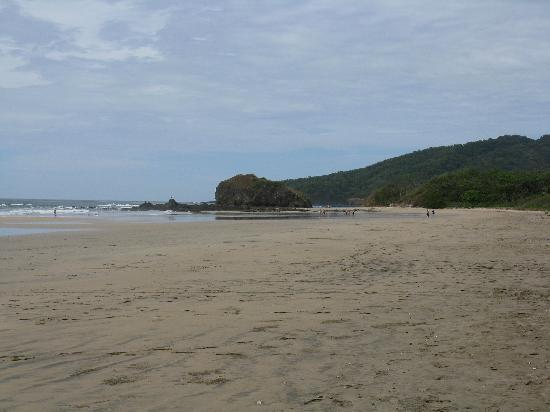 Parque Nacional Marino Las Baulas: Playa Grande looking north from entrance by Las Tortugas hotel