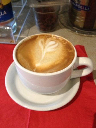 Savory Faire Cafe: Nan at Savory Faire makes an amazing latte and cappuccino