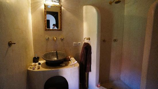 Riad Ajmal: Nice bathroom