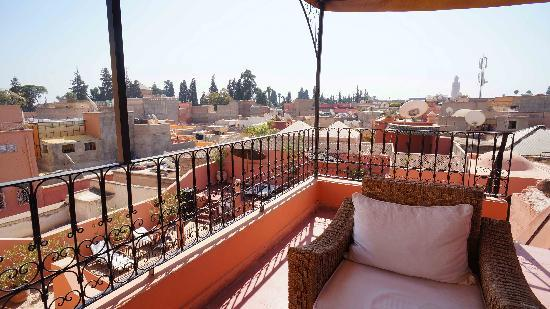 Riad Ajmal: Nice views from the roof, with a Koutoubia mosque at the distance
