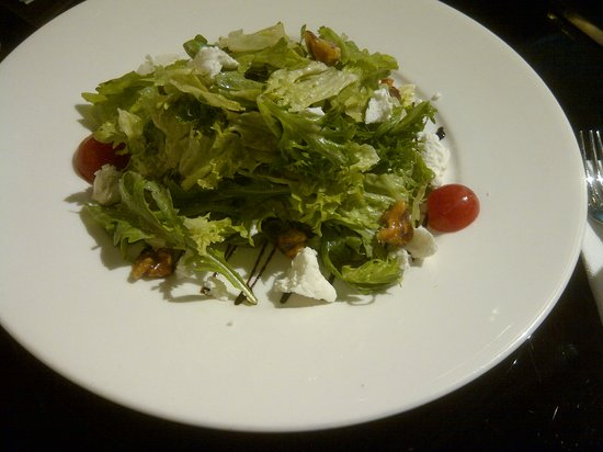 Posh Cafe: Walnut and Goat Cheese Salad